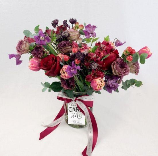 classic-red-jar-arrangement