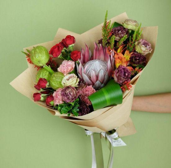 exotic-wild-flower-bouquet